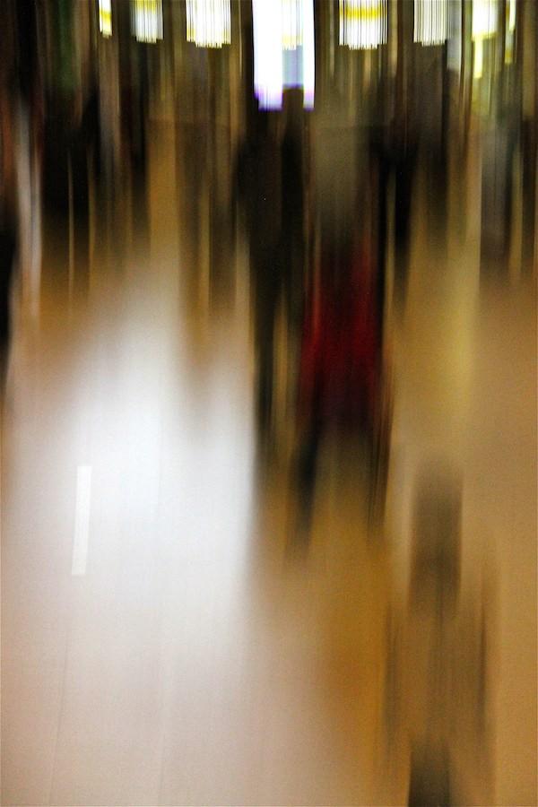 passants flous gare